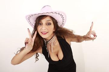 Partygirl mit Cowboyhut ist gut drauf