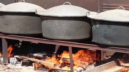 marmites au feu de bois