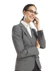 femme d'affaire dynamique parlant au telephone