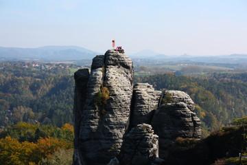 bergsteiger auf kletterfelsen