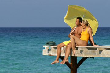 Ein Paar im Urlaub