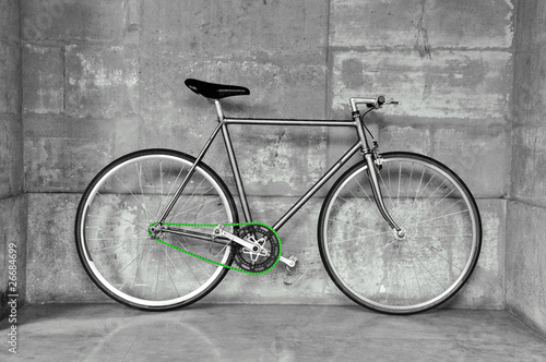 Papiers peints Velo A fixed-gear bicycle in black and white with a green chain