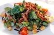 Feldsalat mit Croûtons und Speckstreifen