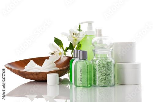 Pflegeset mit Creme Badesalz Seife und Blumen