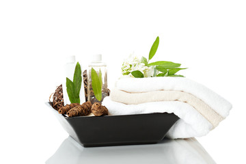 Handtücher in einer Vase mit Shampoo und Dekoration