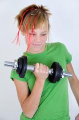 Mädchen beim Kraftsport