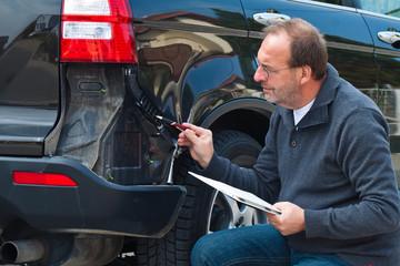 Versicherung Schadensfall am Auto. Autoversicherung