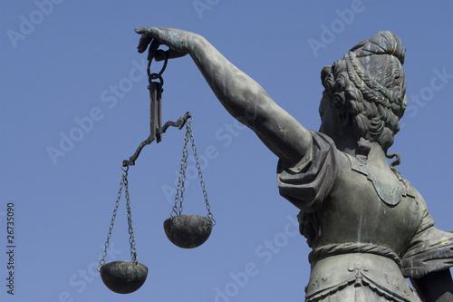 Leinwanddruck Bild Waage des Justizia-Brunnens am Frankfurter Römer