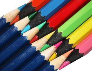 Ряды из цветных карандашей соединенные по диагонали