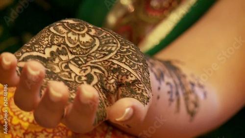 henna bemalung an hand indien von chris74 lizenzfreies video 26748496 auf. Black Bedroom Furniture Sets. Home Design Ideas