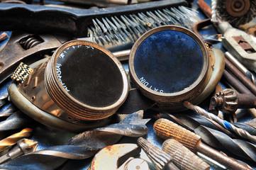 Schweißerbrille mit Werkzeug
