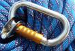 corde escalade bleue et mousqueton