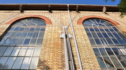 vieille façade en briques pleines