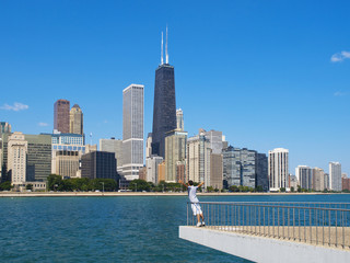 Young man with arms wide open in front of Chicago Skyline