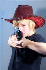 Teenager mit Waffe