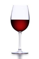 Rotweinglas vor Weißem Hintergrund