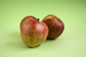 Manzanas rojas con desenfoque