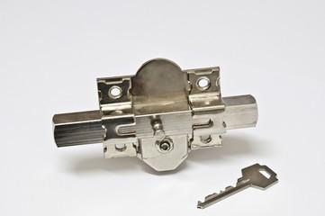 Cerrojo y llave