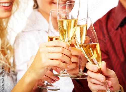 Фужеры с шампанским крупным планом.