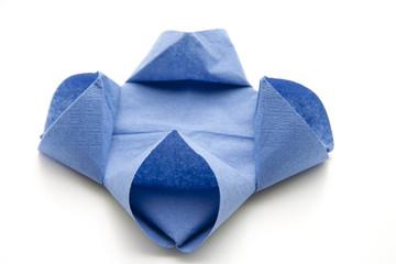 Blaue gefaltete Serviette