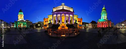 Berlin Gendarmenmarkt in abendlicher blauer Stunde - 26902874