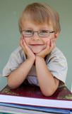 Fototapety Junge lächelnd/Bücher