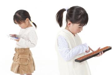勉強をする子供たち