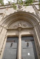architettura portone chiesa