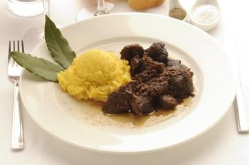 Stracotto d asino con polenta - Cucina Friulana