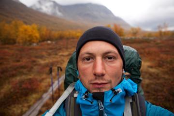Selbstportrait des Wanderers in Lappland im Herbst