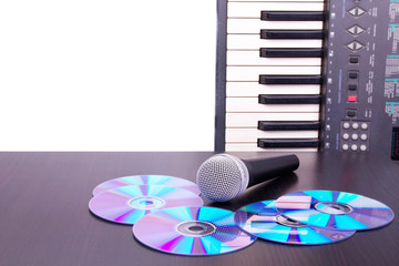 Microphone,cd discs and electronic keyboard