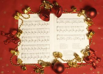 Notenbuch mit Weihnachtsliedern