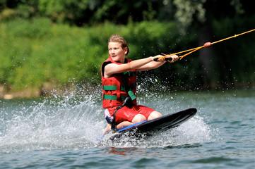 Kneeboarden, Wakeboarden am Wasserskilift