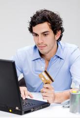 homme caucasien achat internet