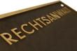 Schild aus Metall mit Buchstaben Rechtsanwalt