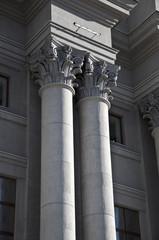 Corinthian order. Classical twin column.