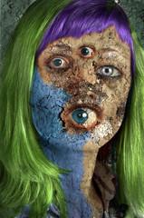elabarozione grafica di donna mostruosa