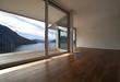 interno di architettura moderna con vista lago