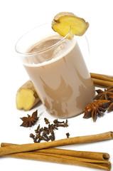 Chai Latte mit Ingwer und Gewürzen