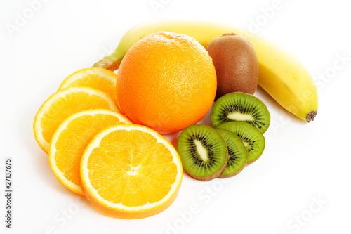 Fotobehang Plakjes fruit Fruchtmix - Orange, Banane, Kiwi- und Orangen-Scheiben