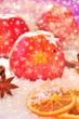 Rote Weihnachtsäpfel mit Sternen