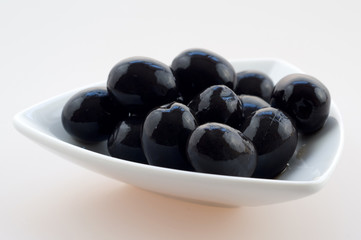 Canned black olives
