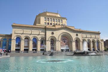 place de la repiublique a erevan en armenie
