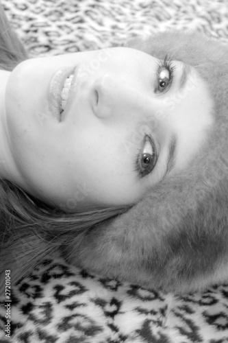 visage de femme en noir et blanc photo libre de droits sur la banque d 39 images. Black Bedroom Furniture Sets. Home Design Ideas