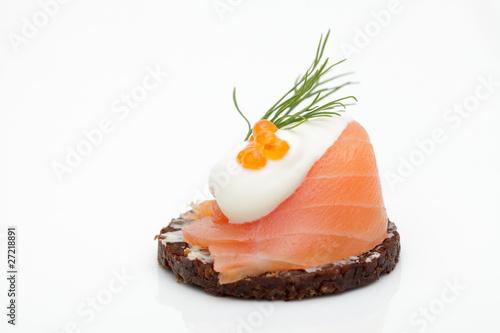 Leinwandbild Motiv Canape mit Lachs und Kaviar