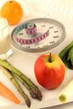 Fototapety Fruits et légumes frais sur balance