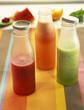 Bouteilles de jus légers et rafraîchissants : pastèque-framboise, orange-tomate, melon-concombre-menthe