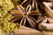 Badiane, cannelle et gingembre en poudre