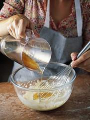 Ajouter le beurre fondu à la préparation