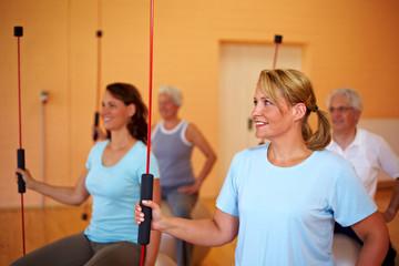 Fitnessübungen mit Schwingstab